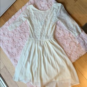 Selling a cream H&M dress cute for any occasion!